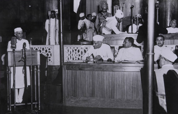 Jawaharlal_Nehru_delivering_his_-tryst_with_destiny-_speech.jpg